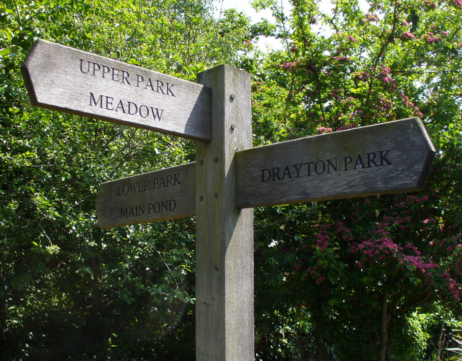GPk - wooden signpost behind cntre, to lower park, main pond, upper park